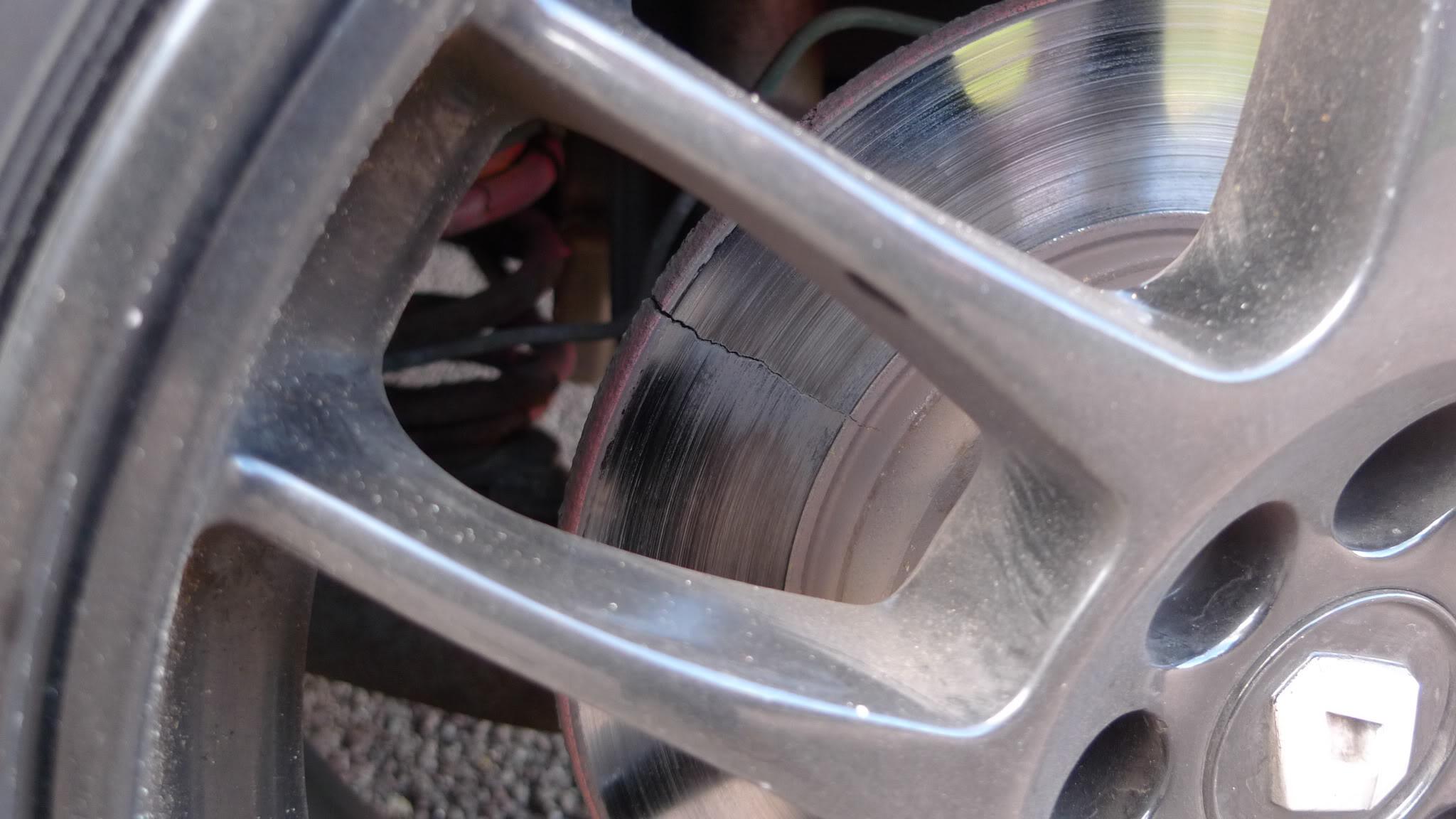 Cracked brake disc | ClioSport net