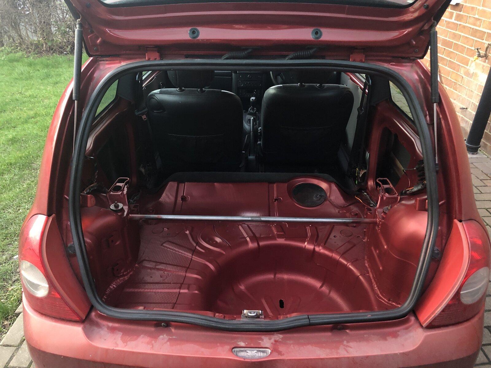 Clio Boot yep.JPG