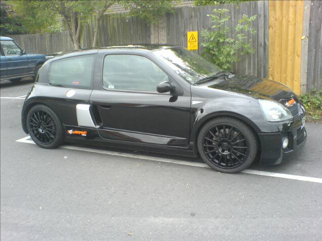 clio v6 bodykit on a 2001 1 2 16v. Black Bedroom Furniture Sets. Home Design Ideas