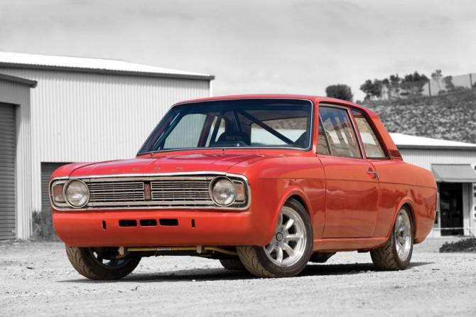 Ford-Cortina-replica-CC-215-fq-670x446.jpg