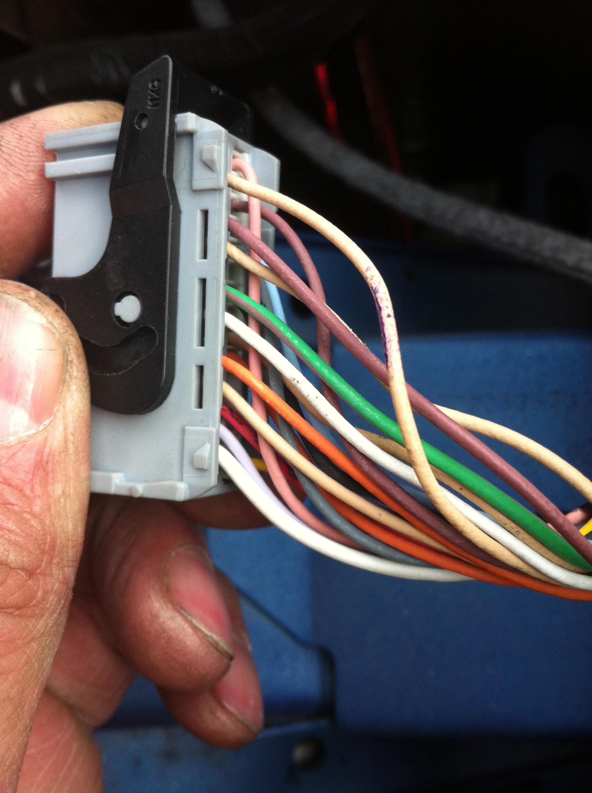 Wiring diagram for connectors into speedo ClioSportnet