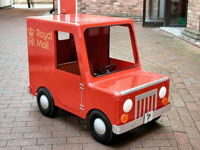 postman-pat-pedal-car-lg.jpg